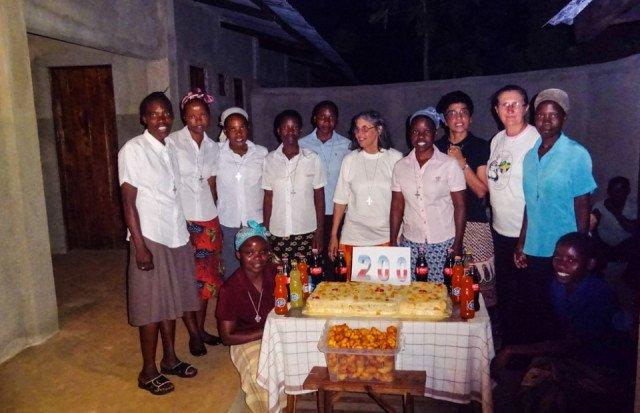 Gemeinsam feiern die Schwestern in Nametória den 200. Geburtstag von Schwester Placida Viel. Foto: SMMP