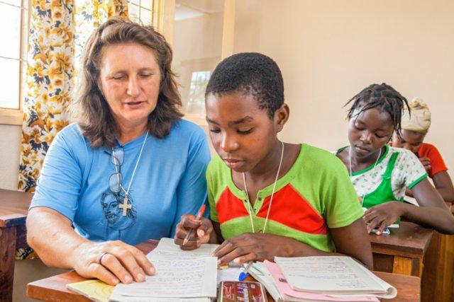 Hausaufgabenbetreuung in Mosambik